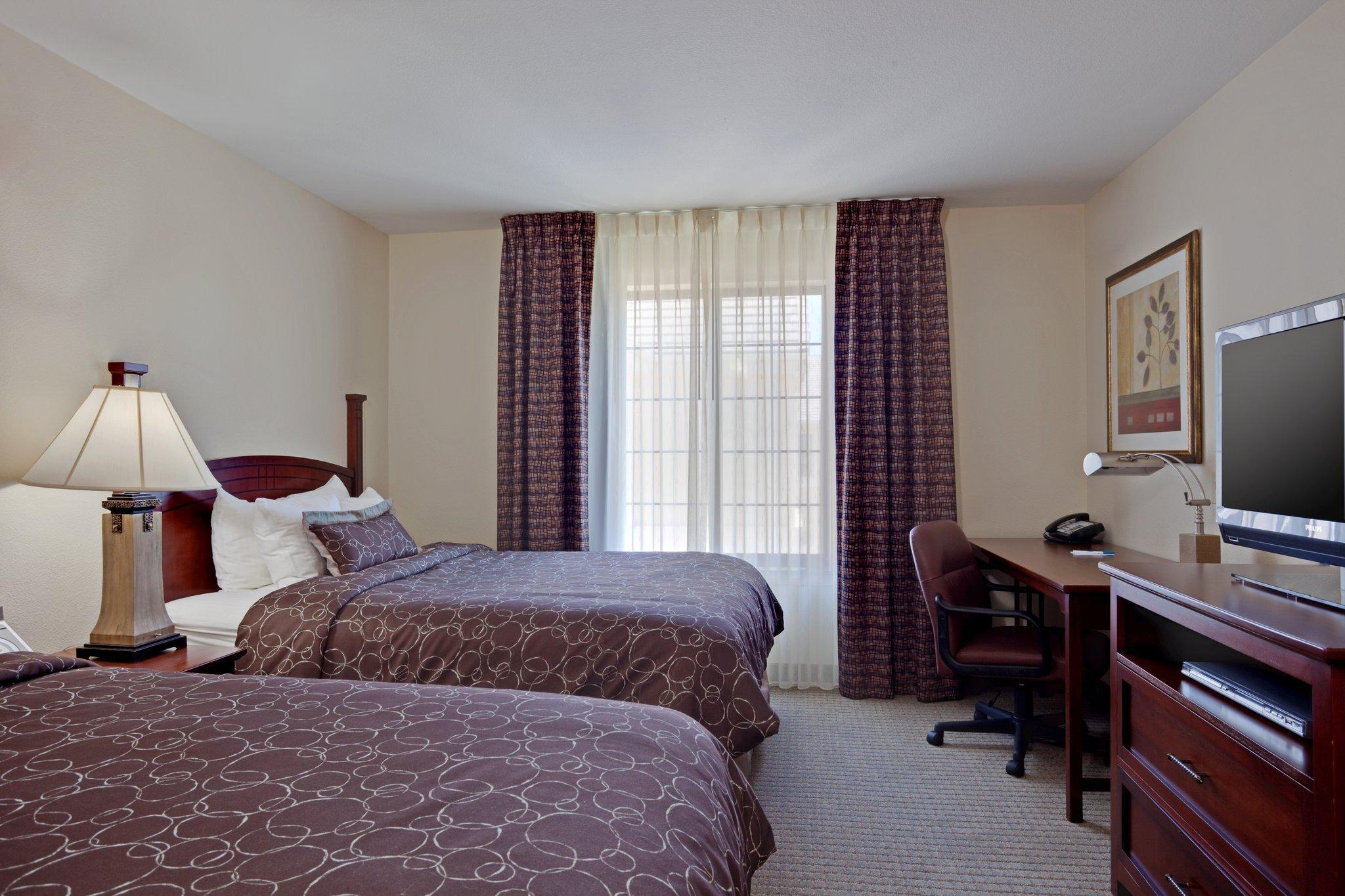 2 Bed Suite 1 King Bed 2 Queen Beds Non-Smoking