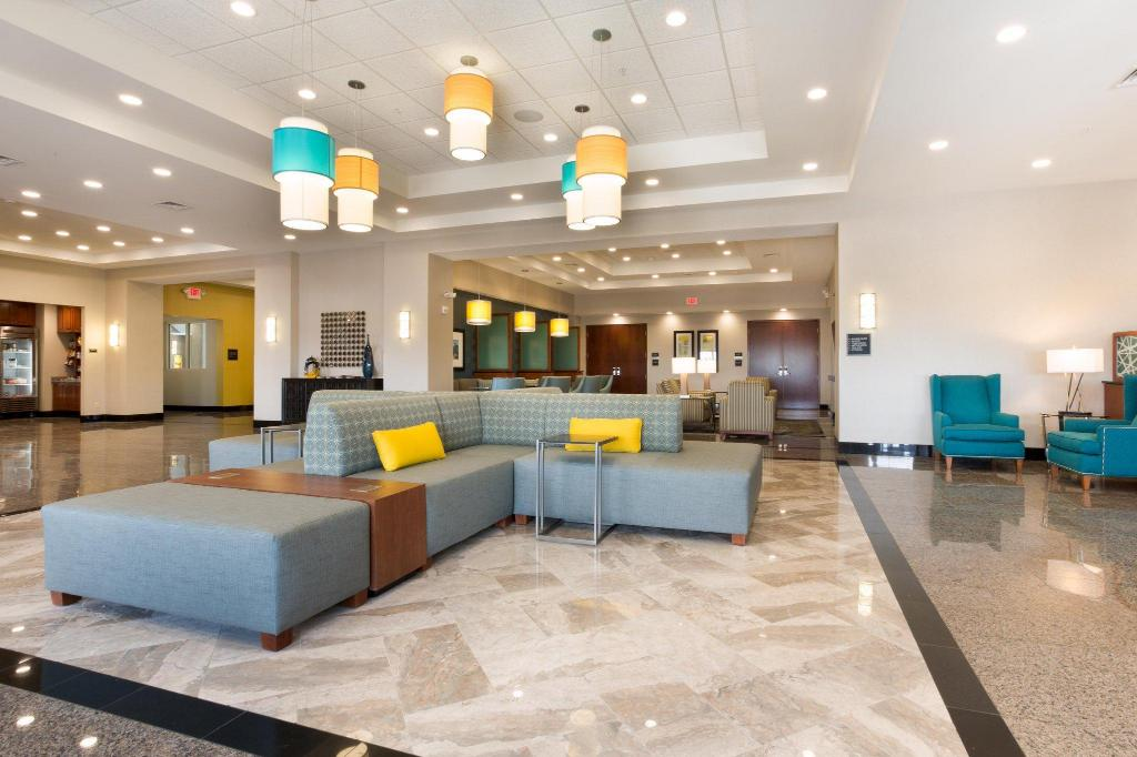 Lobby Drury Inn & Suites Colorado Springs