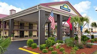 Days Inn by Wyndham West Memphis