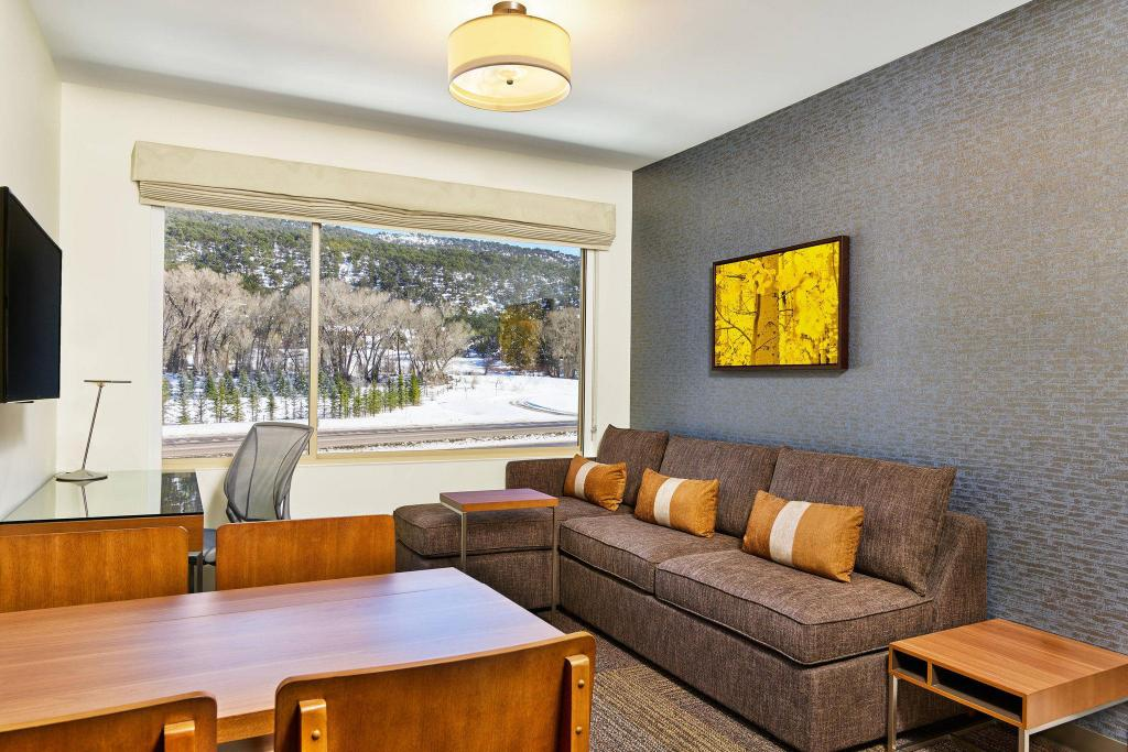 1 Bedroom Executive Suite, 1 King, Sofa bed, Mountain view