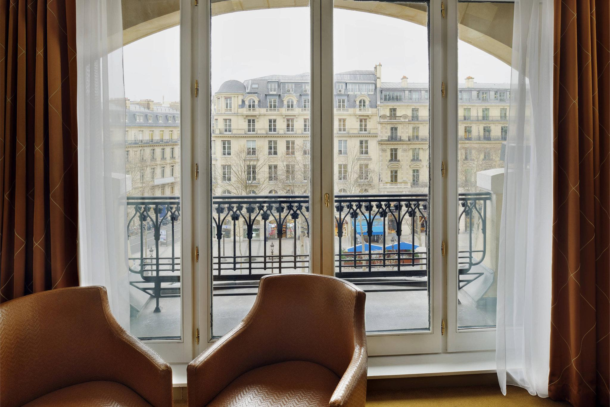 Champs-Elysees View, Larger Guest room, 1 King, WIFI