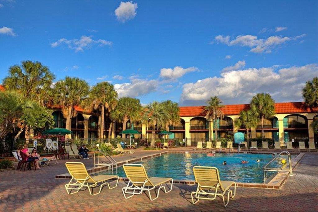 Maingate Lakeside Resort Disney Downtown Lake Buena Vista
