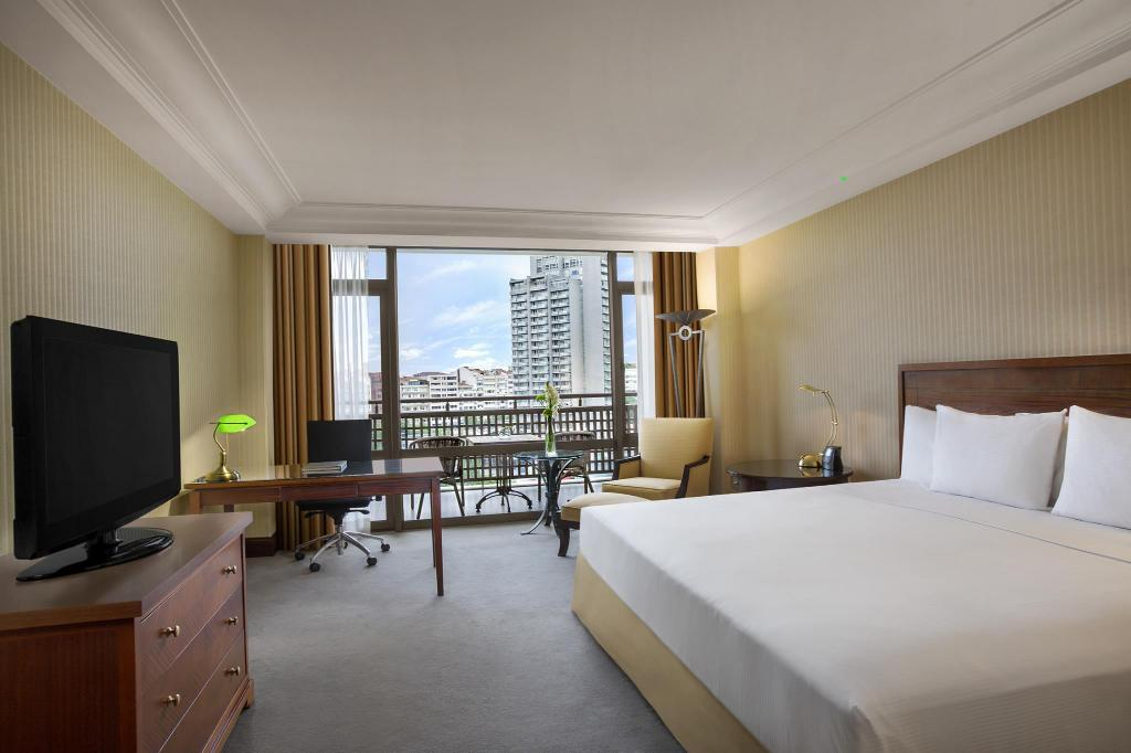 King Executive Room with City View - Guestroom Hilton Istanbul Bosphorus
