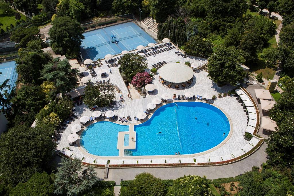 Swimming pool [outdoor] Hilton Istanbul Bosphorus
