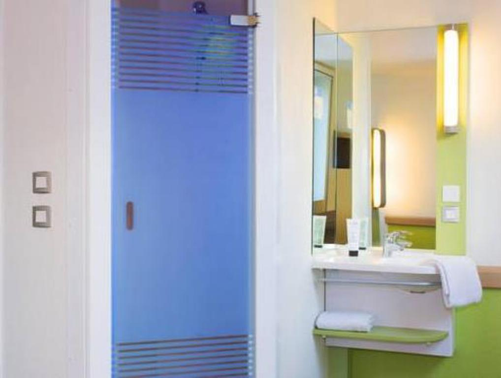 Best price on ibis budget paris porte de montreuil in paris reviews - Hotel ibis budget paris porte de montreuil ...