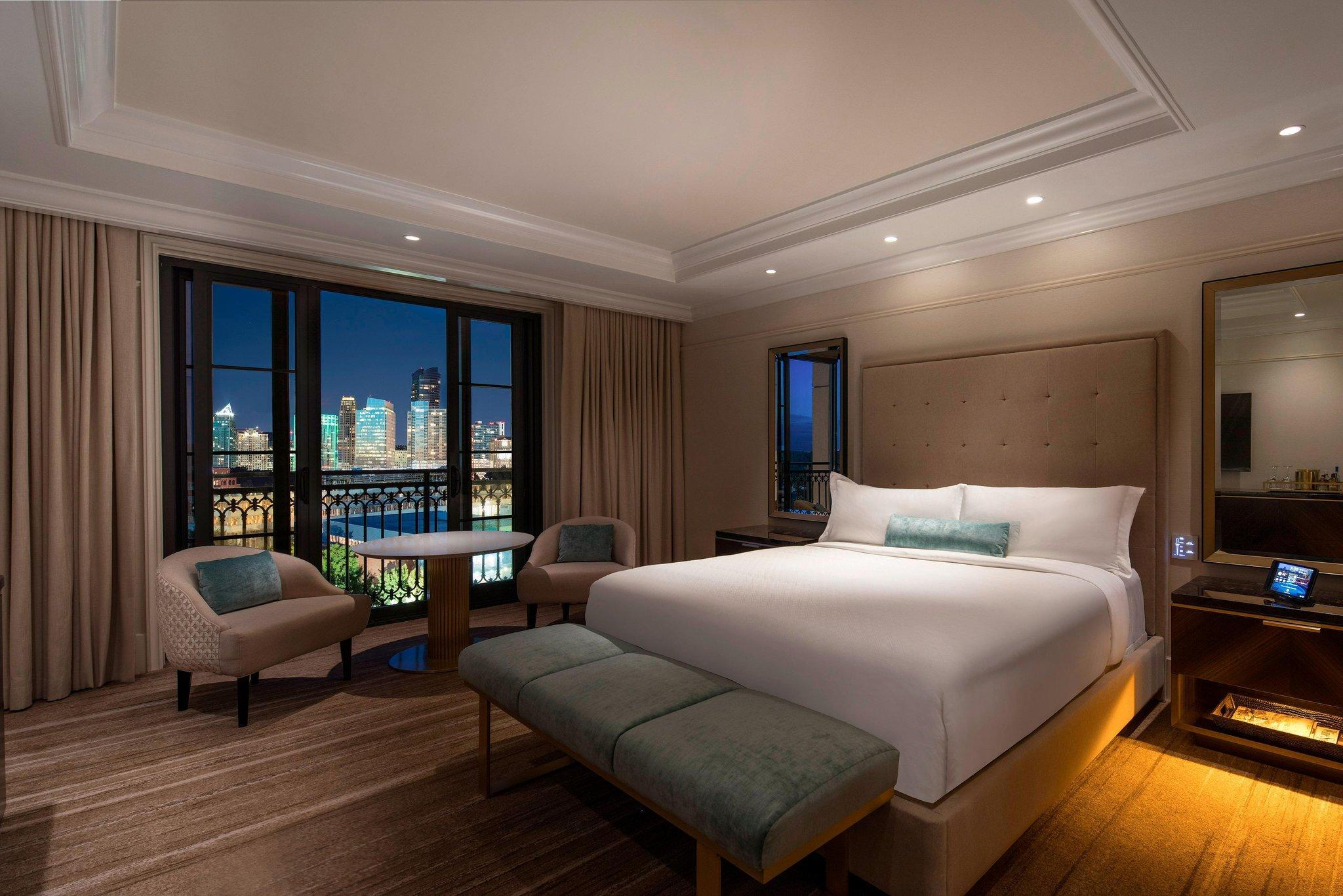 Grand Deluxe, Guest room, 1 King, Balcony