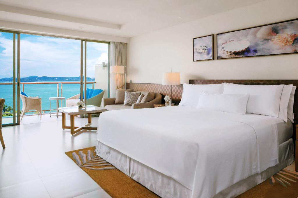 Deluxe, Guest room, 1 King, Sea view - Спальня