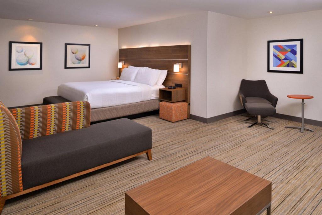 Holiday Inn Express Walnut Creek in Walnut Creek (CA) - Room