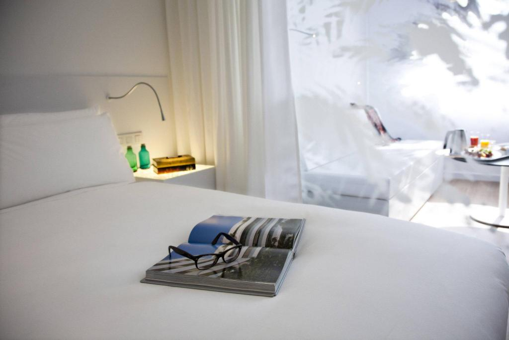 Deluxe room, Guest room, 1 King or 2 Twin/Single Bed(s) Renaissance Barcelona Fira Hotel
