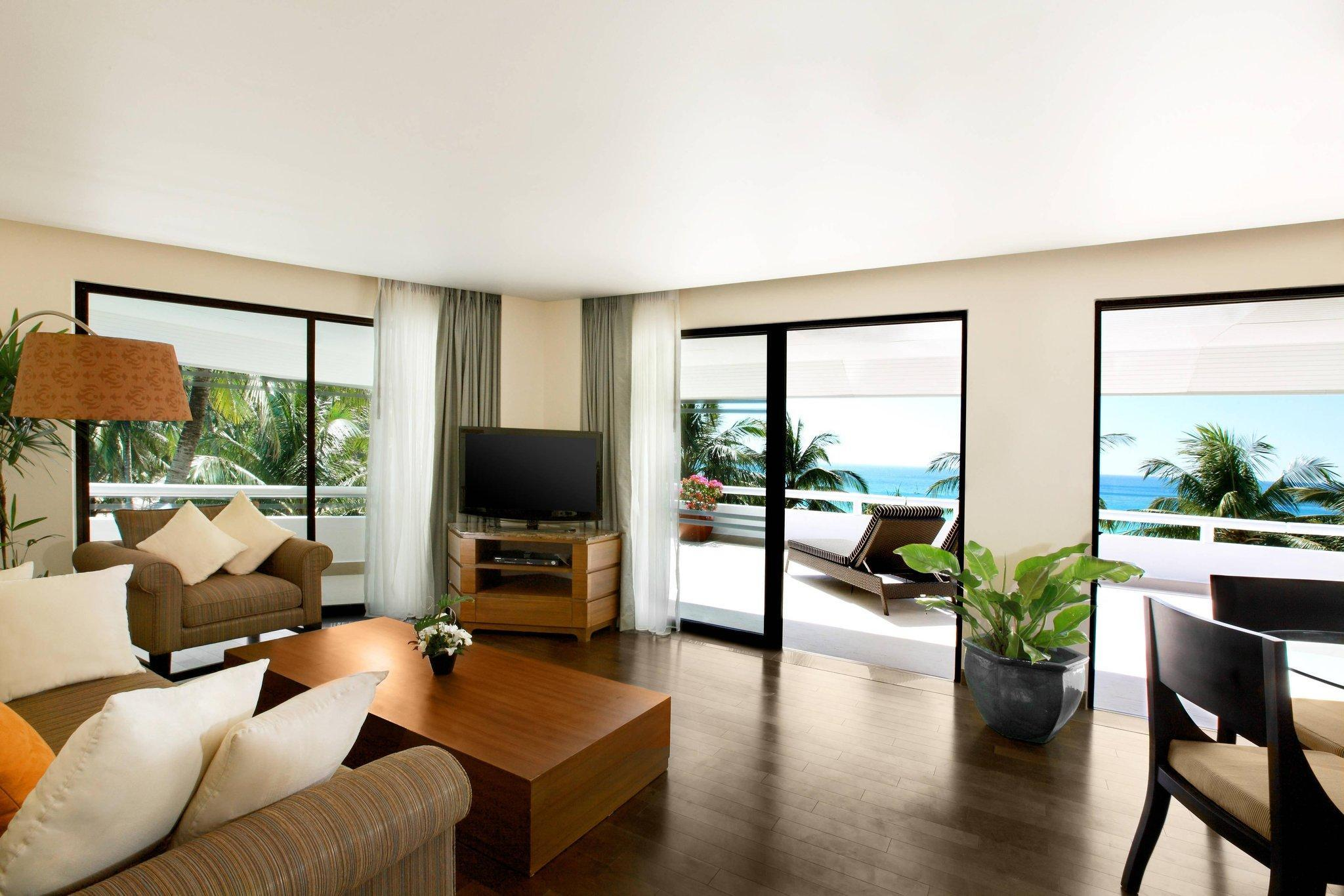 Deluxe Suite, 1 Bedroom Suite, 1 King, Sofa bed, Oceanfront