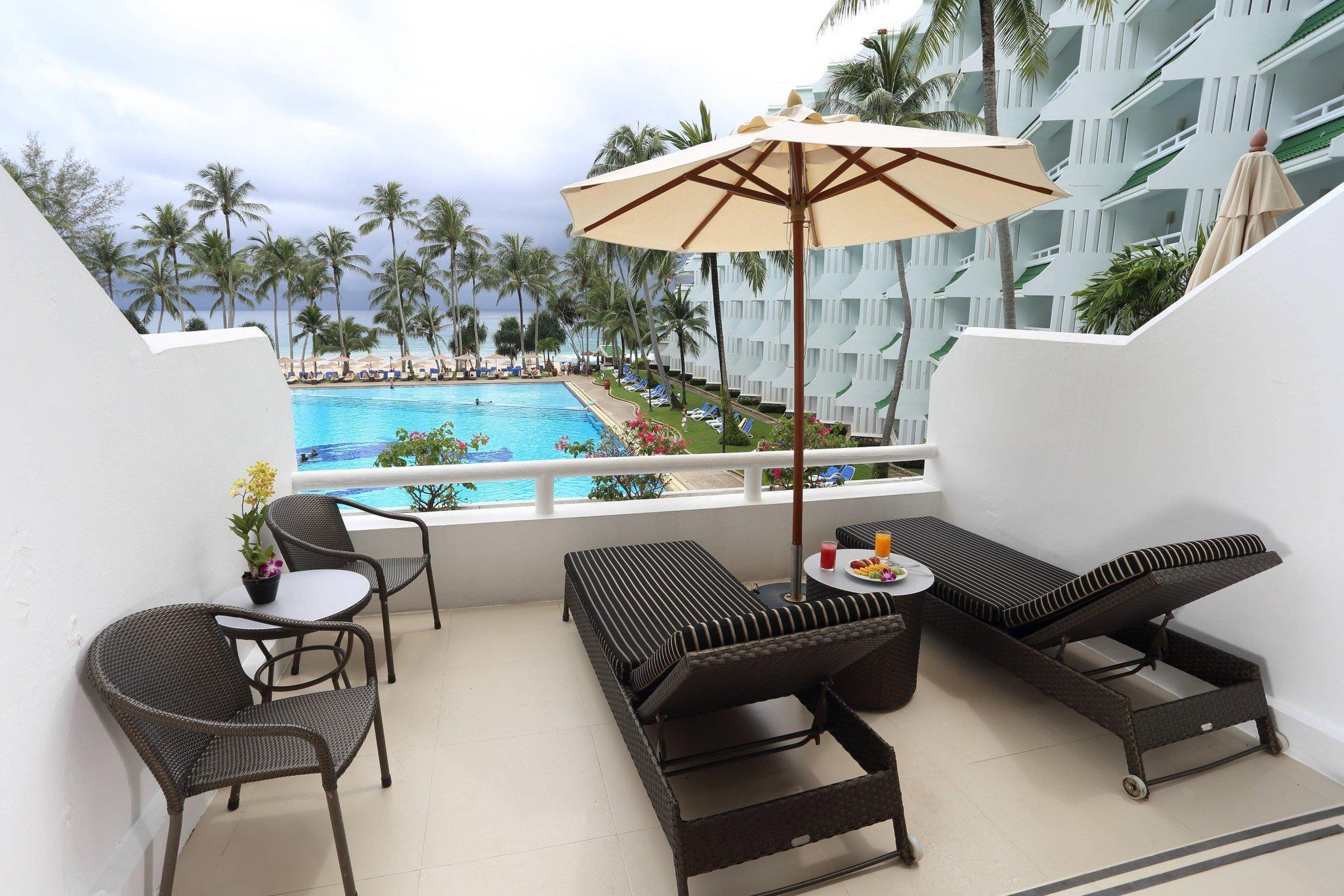 Junior Suite, 1 King, Ocean view, Balcony