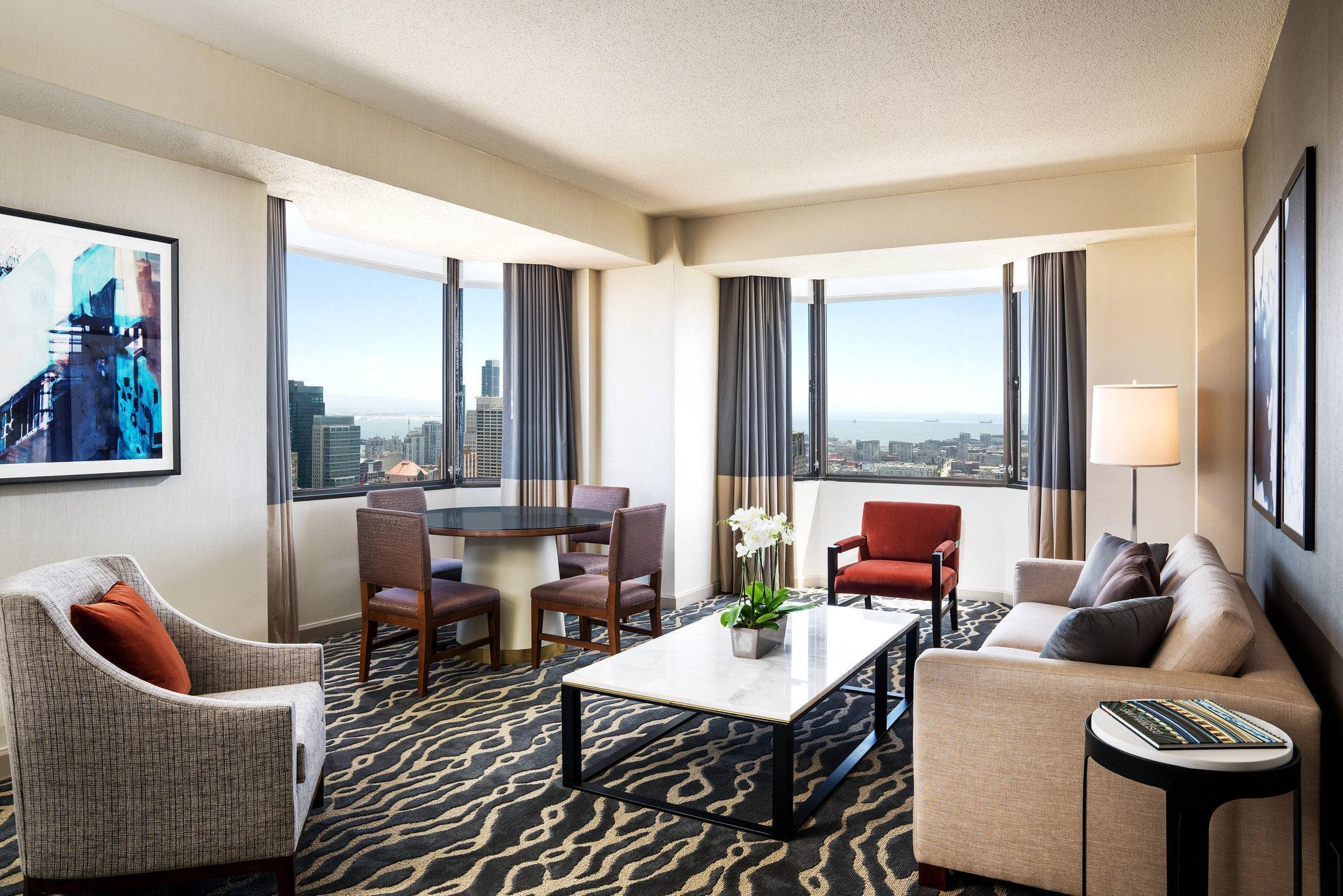 Cityview Suite, 1 Bedroom Larger Suite, 1 King, City view