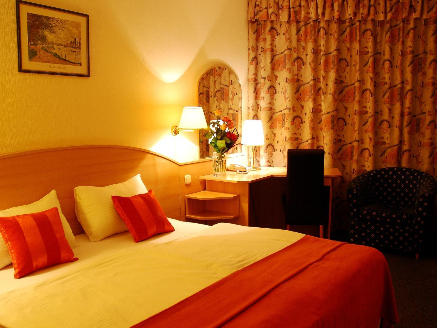Lenzuola Matrimoniali Low Cost.Hotel Orion Varkert In Budapest Room Deals Photos Reviews