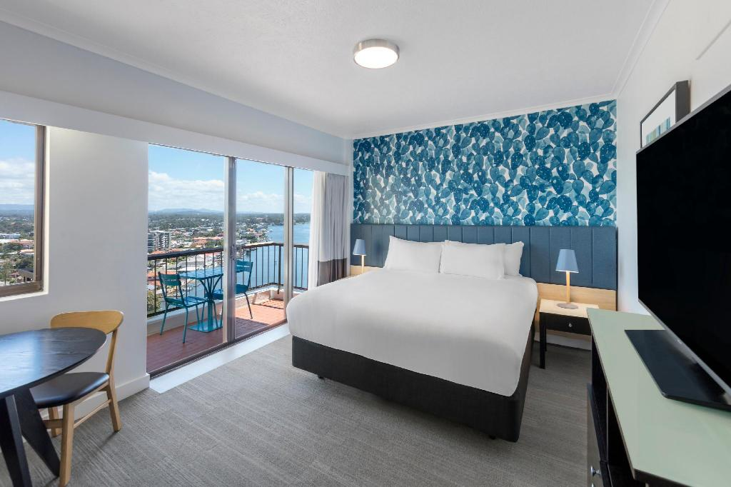 Queen Guest Room with View - سرير فندق فايب جولد كوست (Vibe Hotel Gold Coast)