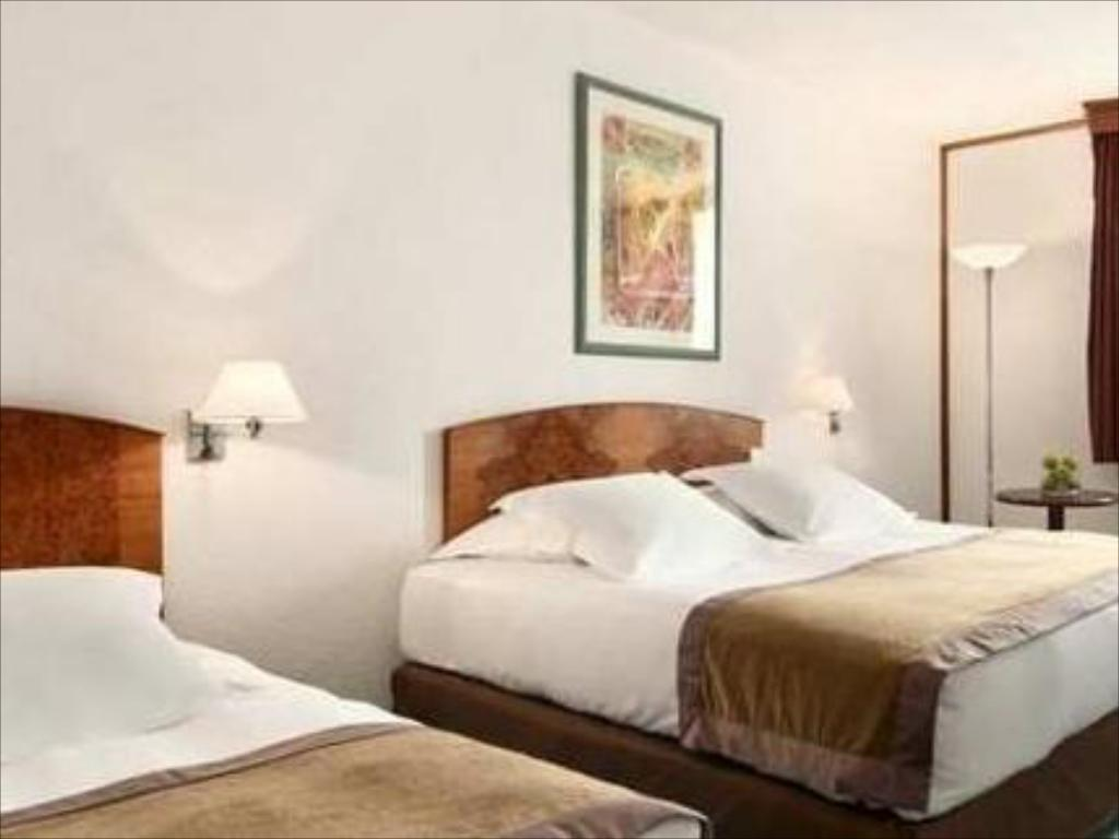 King Family Guestroom - Bed Paris Orly Airport Hotel