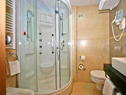 Cameră dublă/twin cu balcon şi vedere la parc (Double/Twin Room with Balcony and Park View)