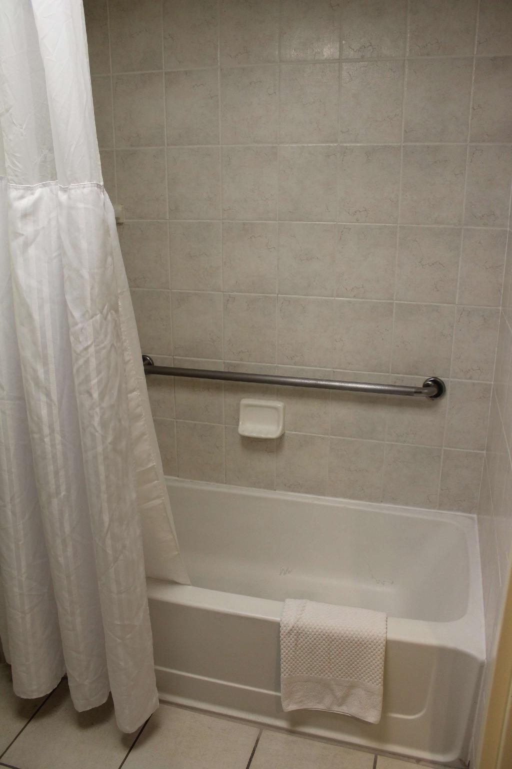 2 Double Mobility Accessible Tub