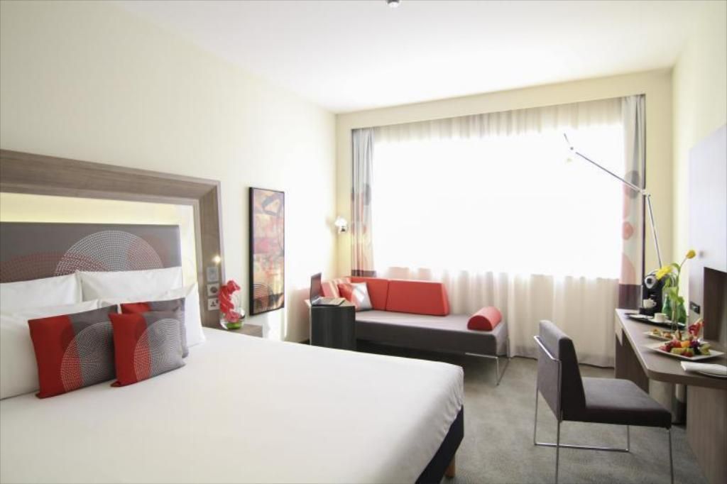 Executive Room with Double Bed and Sofa - Room plan Novotel World Trade Centre Hotel