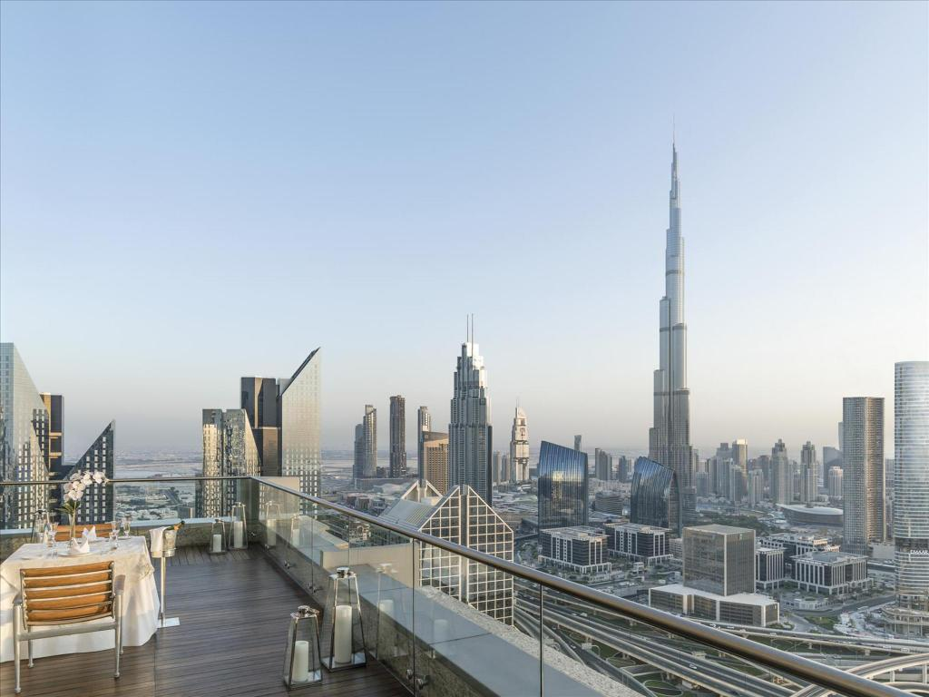 Best price on shangri la hotel dubai in dubai reviews for Top 10 5 star hotels in dubai