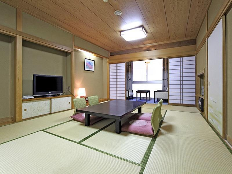 Standard Japanese-Style Room with City View