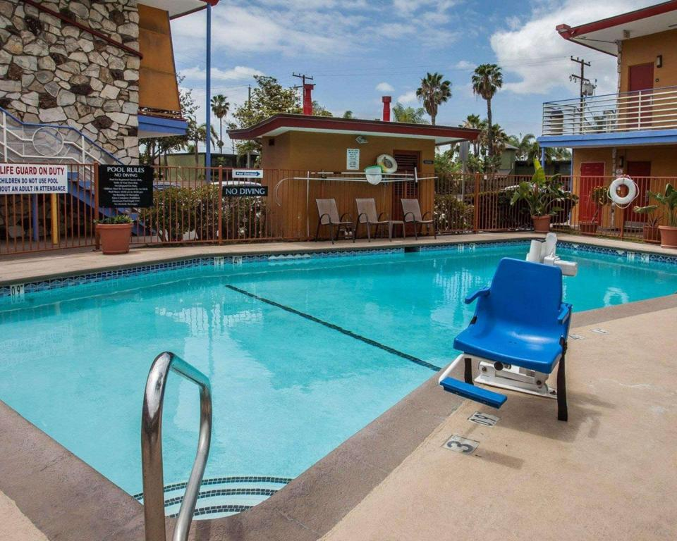 Swimming pool [outdoor] Quality Inn And Suites Anaheim At The Park