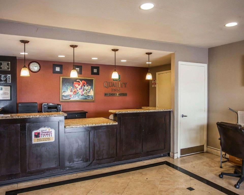 Lobby Quality Inn And Suites Anaheim At The Park