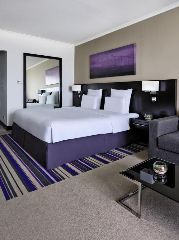 Bed Pullman Dubai Creek City Centre
