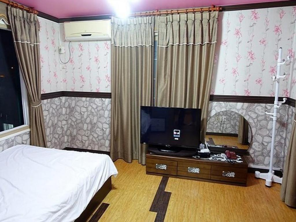 Standard Double Room Green Beach Pension