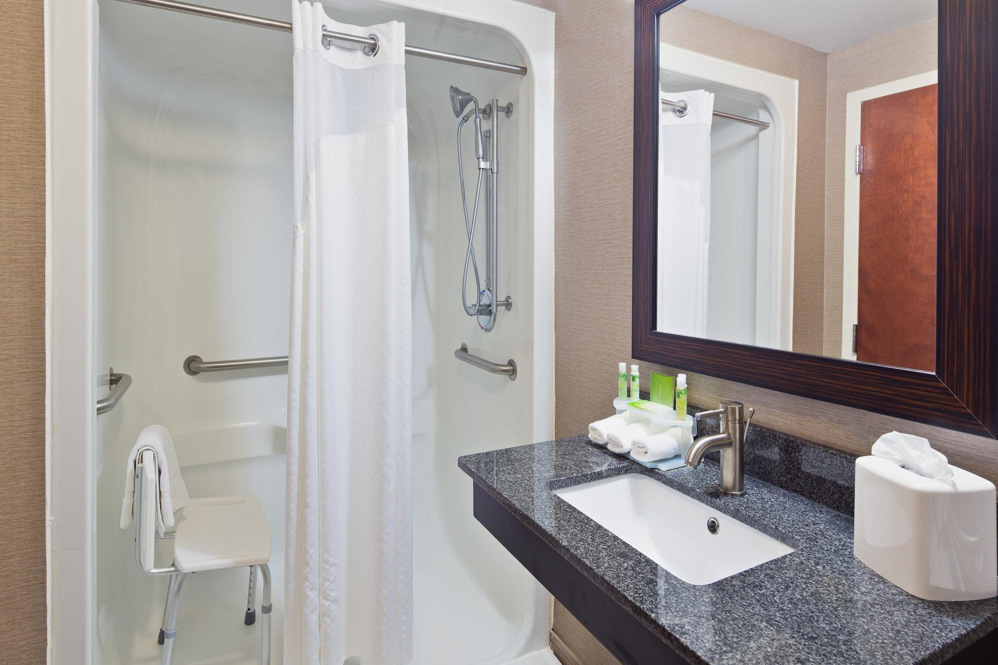 King Room with Roll-In Shower - Hearing Accessible, Non-Smoking (King Hearing Accessible Roll In Shower Non-Smoking)