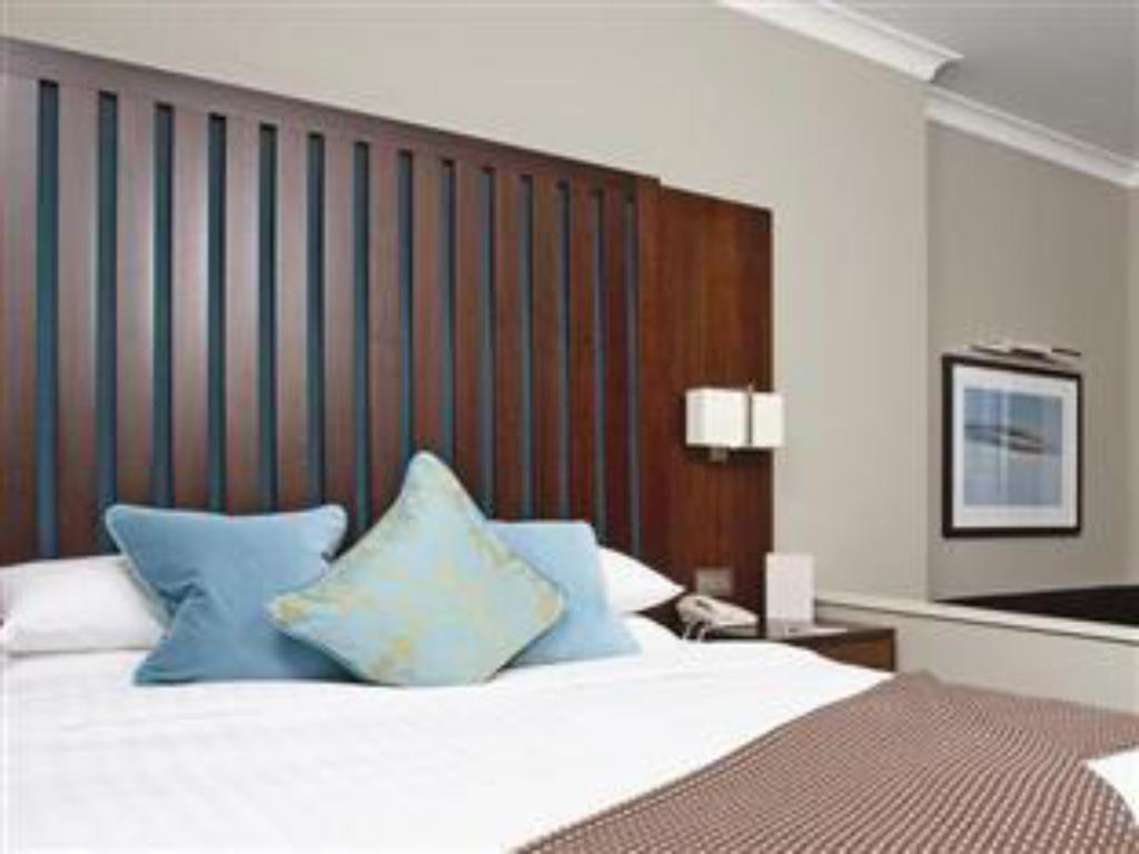 Deluxe Double or Twin - Guestroom Grand Jersey Hotel & Spa