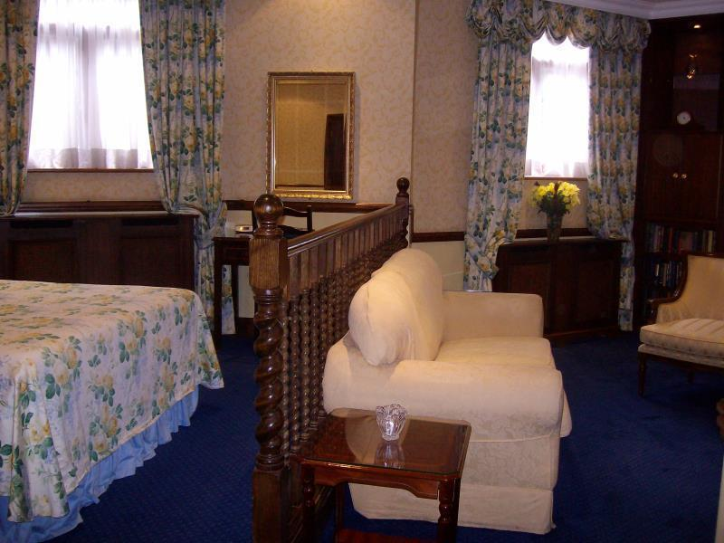 Junior Suite (Lower Ground Level)