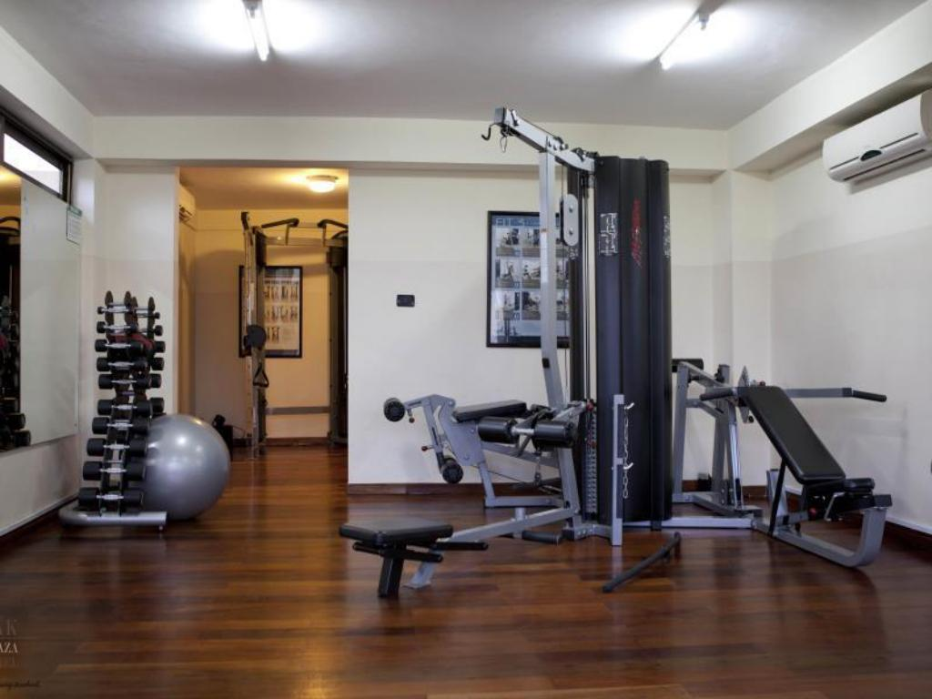 fitness centrum Oak Plaza Hotels East Airport