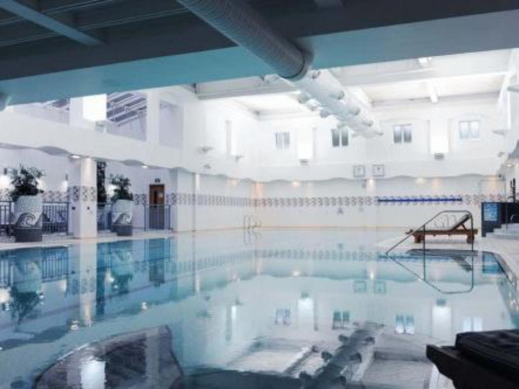 Swimming pool Village Hotel Maidstone
