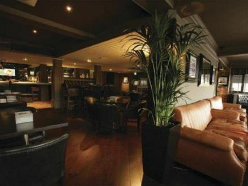 Lobby Village Hotel Nottingham
