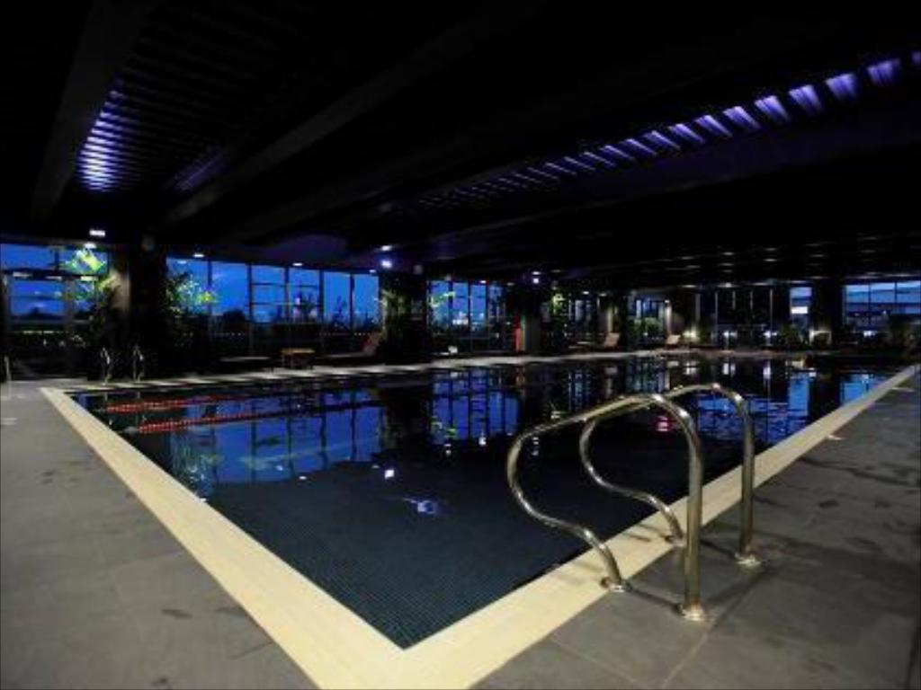 Swimming pool Village Hotel Nottingham