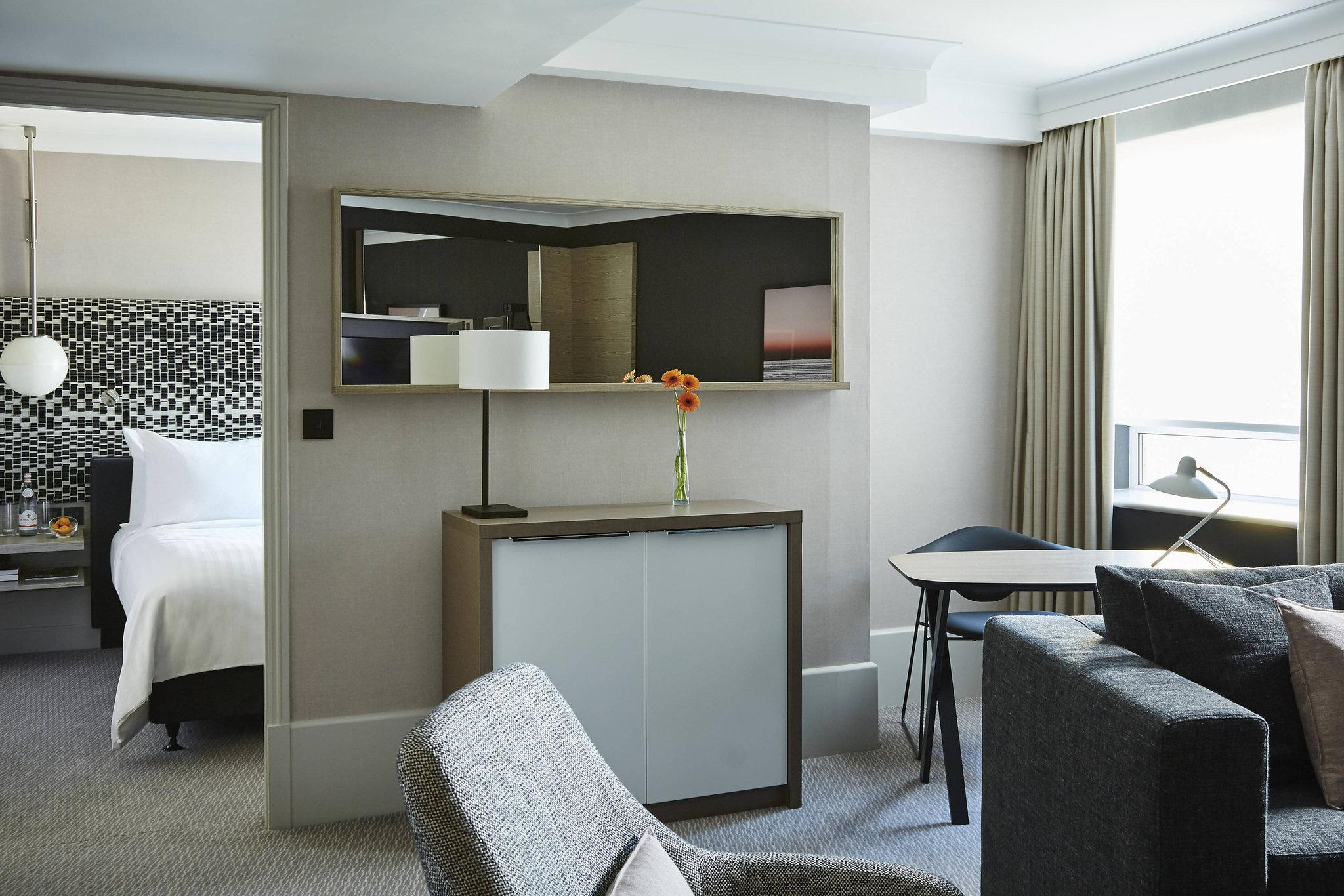 Executive Suite, Executive lounge access, 1 King, Sofa bed