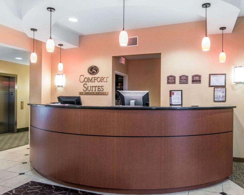 Lobby Comfort Suites Vestal near University