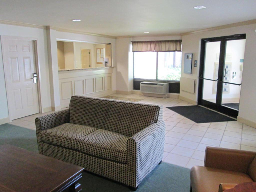 Lobby Extended Stay America Dallas Farmers Branch