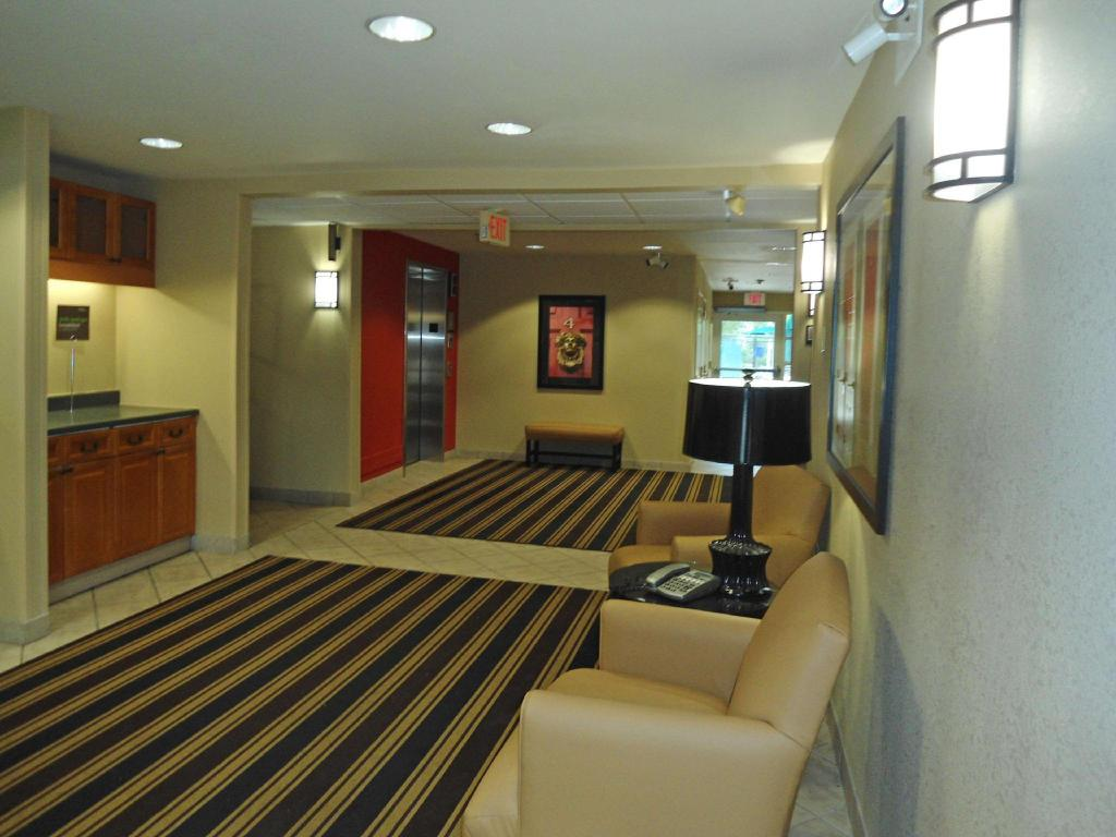 Лобби Extended Stay America Westborough Computer Dr
