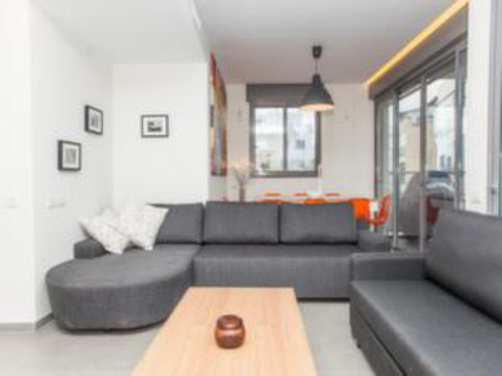 Интерьер BNBTLV Holiday Rentals Apartment