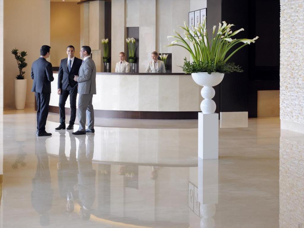 Lobby Movenpick Hotel Jumeirah Lakes Towers