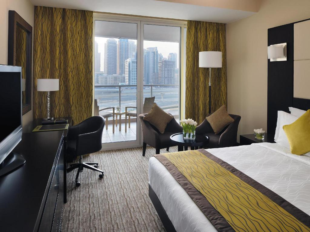 Superior King - Bed Movenpick Hotel Jumeirah Lakes Towers