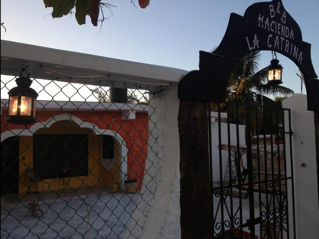 Вход Hacienda la Catrina Bed and Breakfast