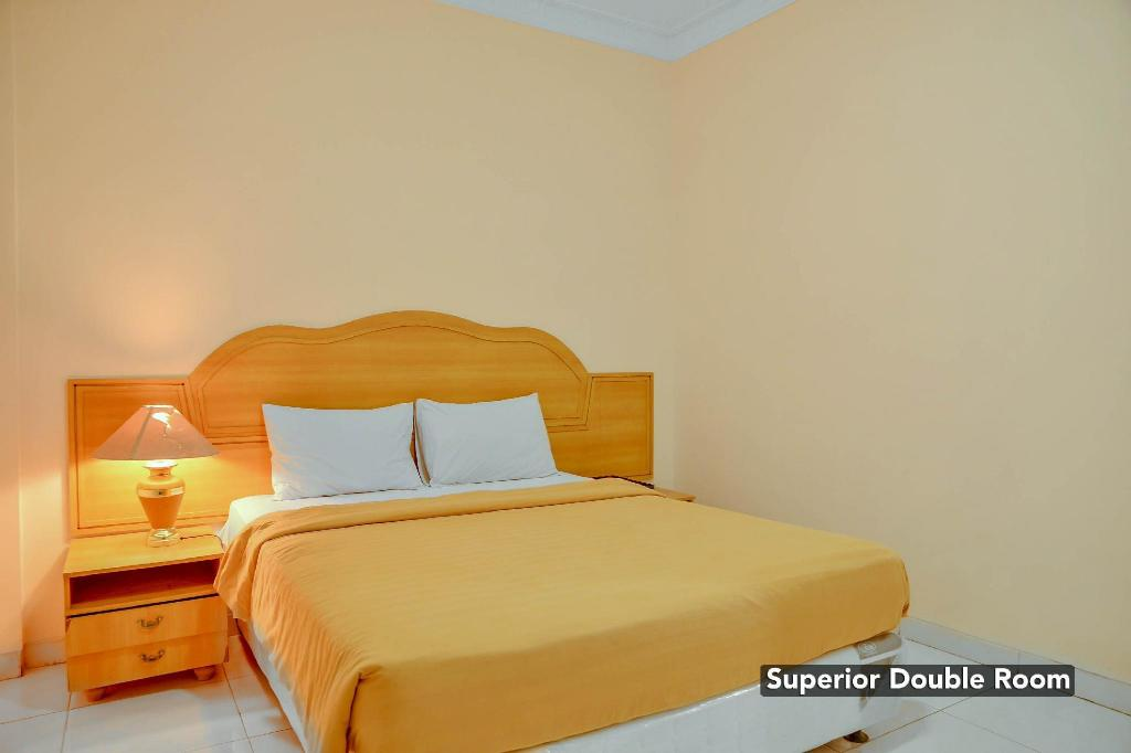 Superior Double Bed Narapati Indah Syariah Boutique Hotel And Convention