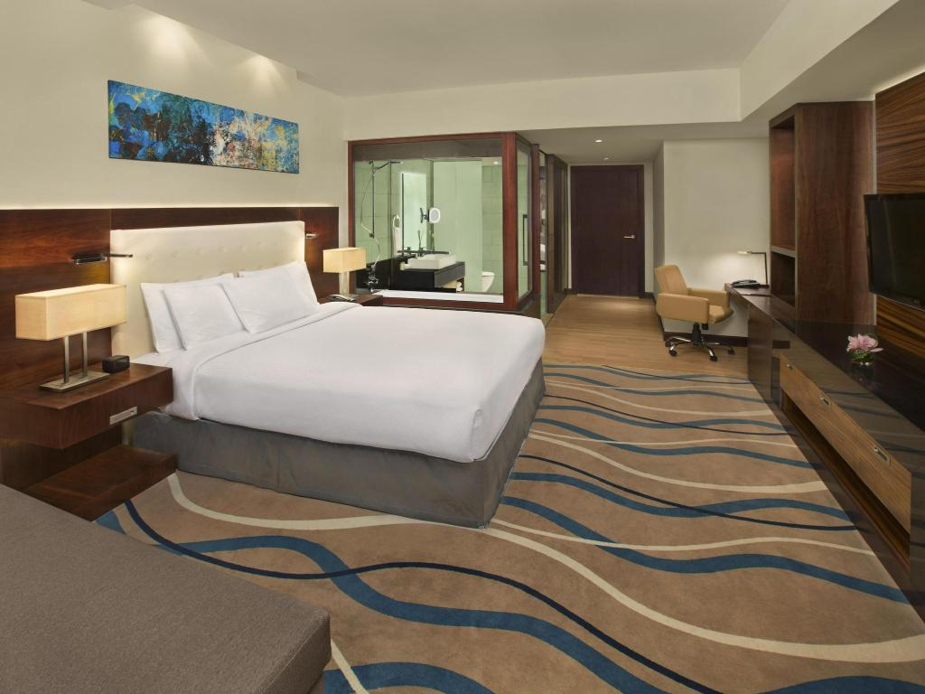 King Guest Room - Guestroom DoubleTree by Hilton Hotel and Residences Dubai Al Barsha