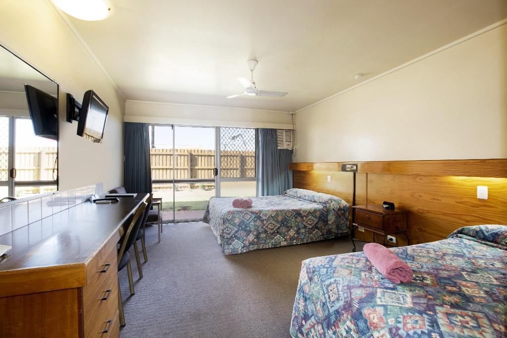 Economy Queen & Single Flexi - Guestroom Wilsonton Hotel