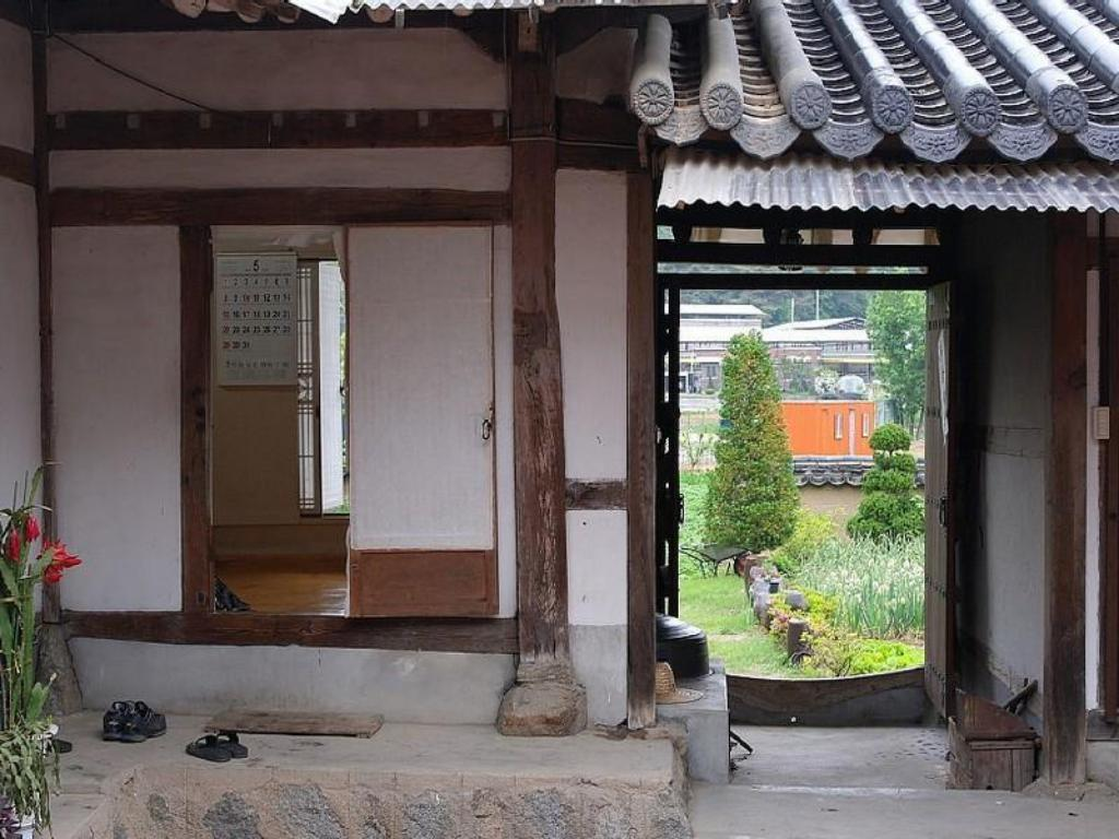 Entrance Chilgyejae Hanok Guesthouse