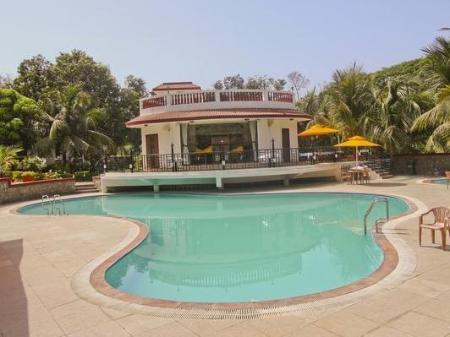 Swimming pool Golden Toff Resort