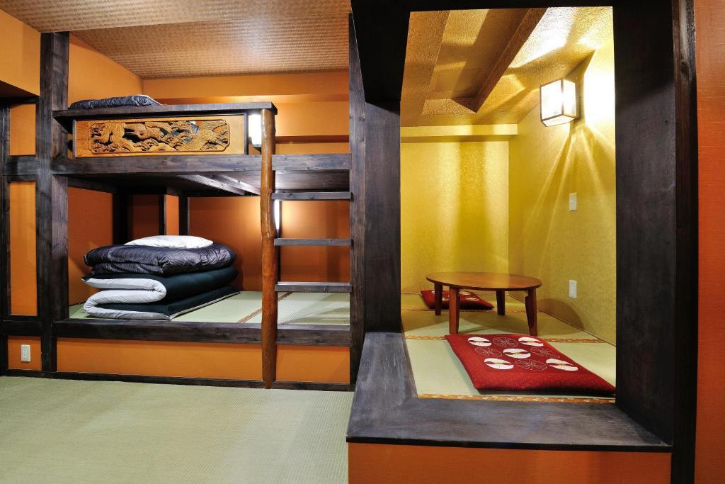 6 Bed Private Room