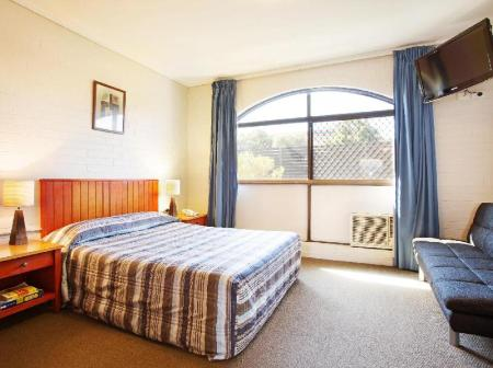 Studio Queen Springwood Hotel